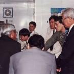 ภาพสมเด็จพระบรมโอรสาธิราชฯ สยามมกุฎราชกุมาร  องค์ประธานคณะกรรมการอำนวยการเสด็จตรวจงานสถานีเลเซ่อร์ บริเวณหน้าผาเขาชีจรรย์ (จากซ้าย: อาจารย์กนก บุญโพธิ์แก้ว-ตอนต่อๆไปคงจะได้เห็นหน้าชัดๆ- ดร.พงศ์พันธ์ จินดาอุดม  คุณอุดม ภู่งามและผู้เขียน)